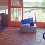 """""""Tid"""", Trångsunds pendelstågsstation, vänthall, sandgjutet färgat glas. Gun Lindblad"""